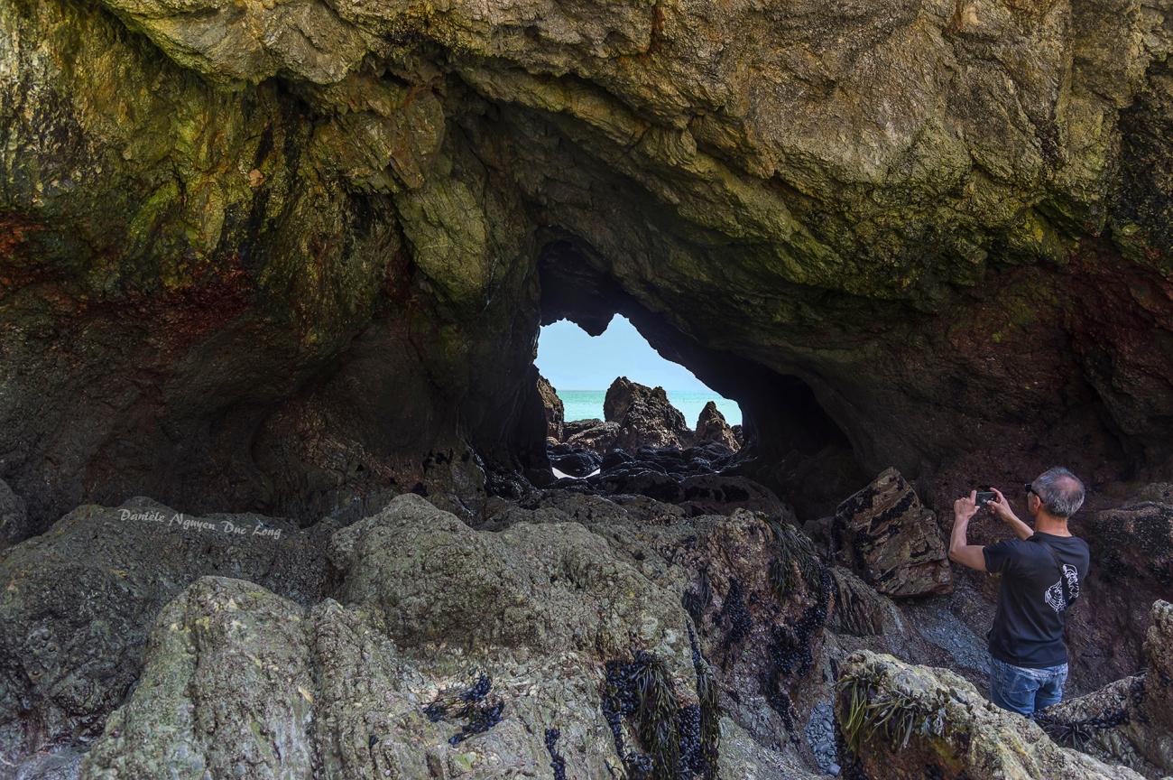 presqu'île de Crozon entre fort Kador et St-Hernot, Bretagne, Finistère, grotte de l'ile Vierge
