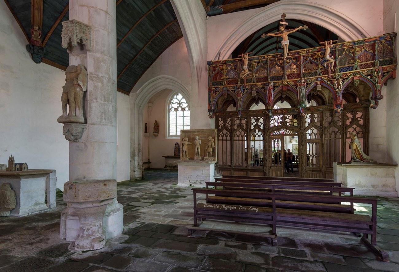 Chapelle Saint-fiacre Le Faouët, Bretagne, le jubé en bois polychrome côté nef