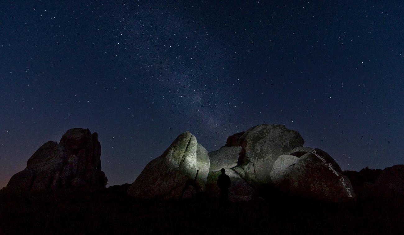rochers Barrachou à Guissény, voie lactée, photo de nuit, Guissény, Bretagne, Finistère