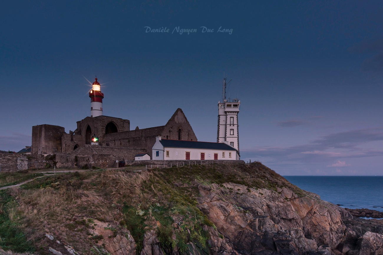 fin du jour à la pointe Saint-Mathieu, pointe Saint-Mathieu, Bretagne, Finistère