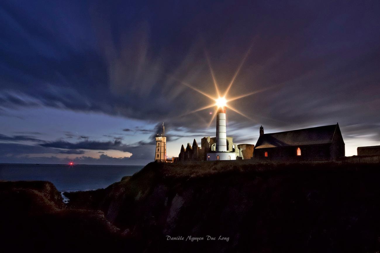 début de nuit à la pointe Saint-Mathieu, pointe Saint-Mathieu, Bretagne, Finistère