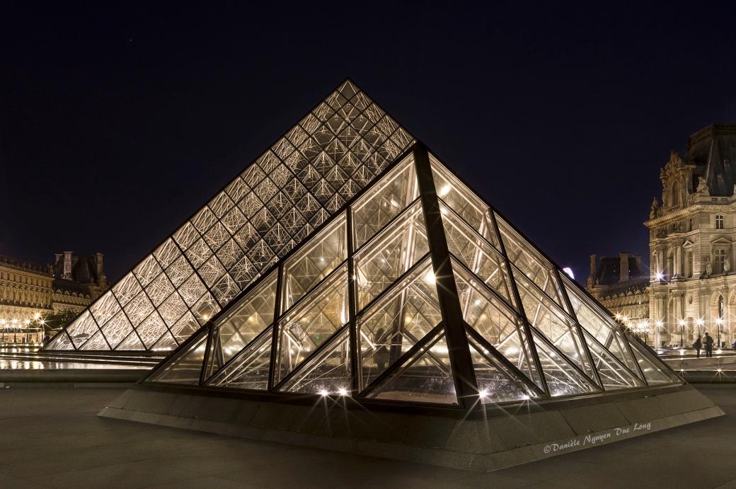 Paris bye night, Pyramide du Louvre de nuit, Pyramide du Louvre, Paris, Paris la nuit.