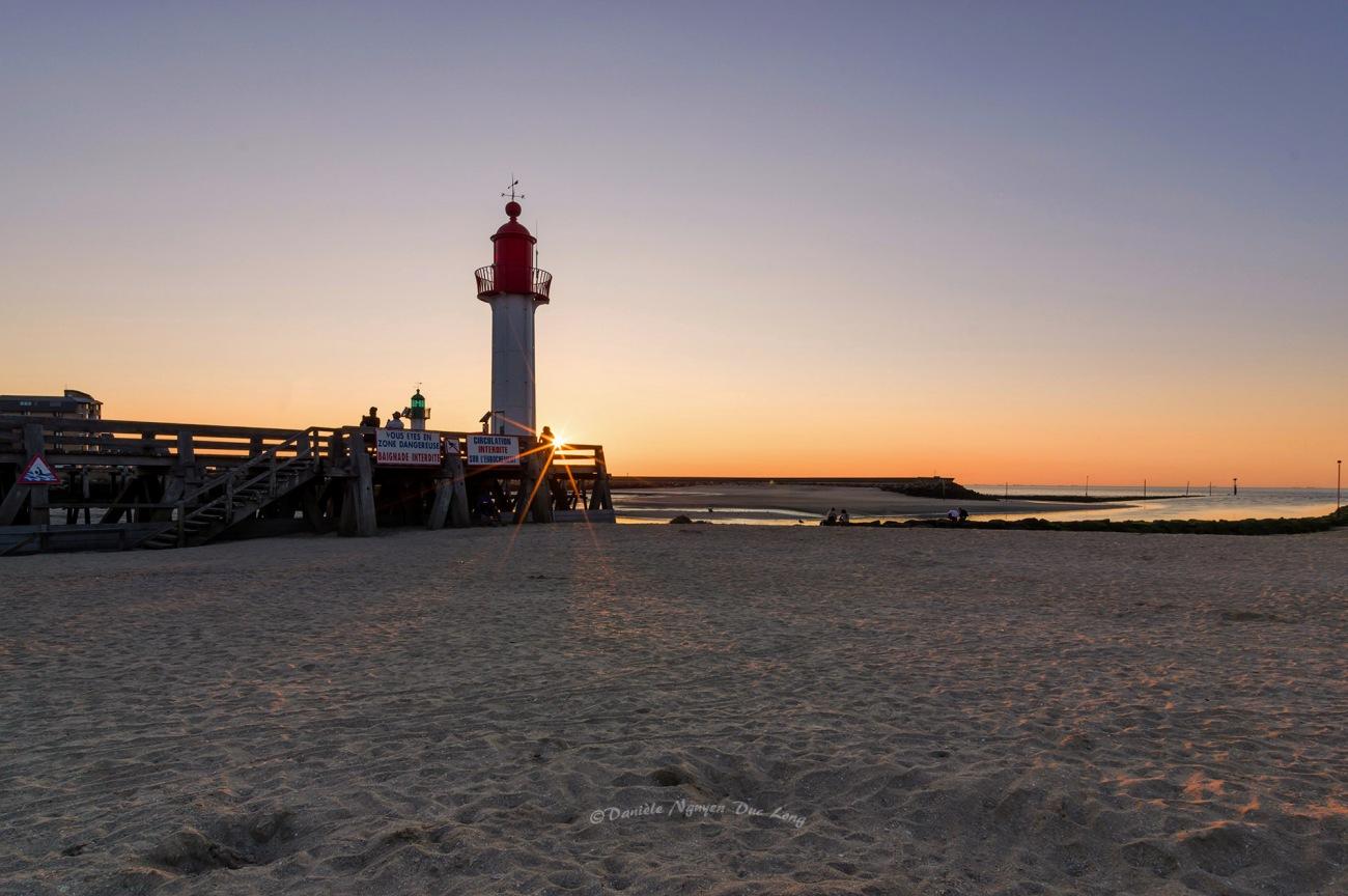 coucher de soleil Trouville, Trouville sur mer, Calvados, Normandie, phare rouge de Trouville