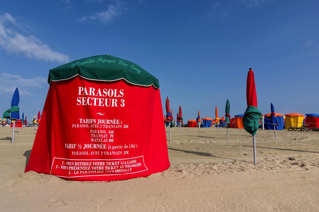 parasols de la plage de Deauville, Deauville, Calvados, Normandie
