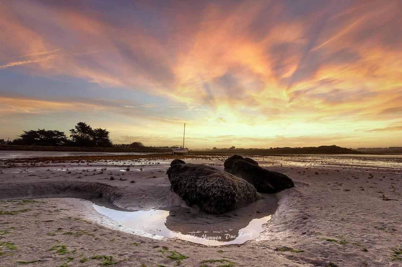 lever de soleil en baie de Guissény, Côte des Légendes, Finistère